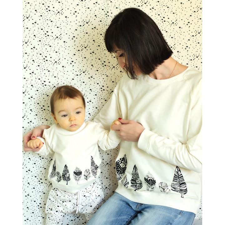 Комплект толстовок мама и малыш молочный с принтом пёрышки kTLSDJ01-2mol